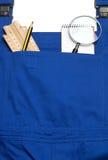 连衫裤工作服概念,搜寻一个得心应手的人,放大镜 图库摄影