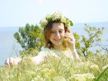 连通性女孩休息 免版税图库摄影