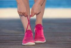 连续体育鞋子或运动鞋 免版税库存照片