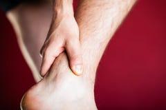 连续身体上的伤害,腿痛 免版税库存图片
