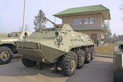 迟来的 米斯克 在博物馆斯大林线的苏联老BTR-60 库存照片