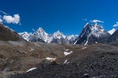迦舒布鲁姆山断层块和主教锐化, K2艰苦跋涉,巴基斯坦 免版税库存照片