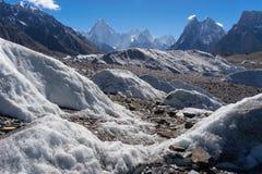 迦舒布鲁姆断层块山和主教锐化, K2艰苦跋涉,巴基斯坦 免版税图库摄影