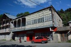 迪利然,亚美尼亚- 14 06 2014年:在一楼上的小商店  免版税库存照片
