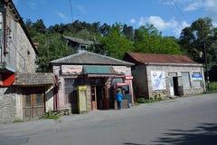迪利然,亚美尼亚- 14 06 2014年:小商店在迪利然,亚美尼亚, w 免版税库存图片