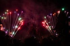 迪士尼乐园度假区巴黎烟花 免版税库存图片
