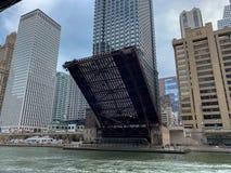 迪尔伯恩在春天举的街桥梁看法  免版税库存照片