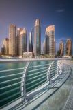 迪拜与桥梁,阿拉伯联合酋长国的小游艇船坞海湾天视图  库存图片