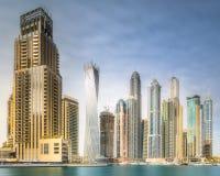 迪拜与清楚的天空,阿拉伯联合酋长国的小游艇船坞海湾天视图  库存照片