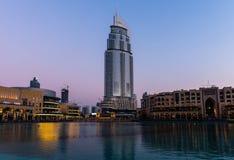 迪拜喷泉显示地方在迪拜购物中心 免版税库存图片