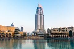 迪拜喷泉显示地方在迪拜购物中心 免版税图库摄影