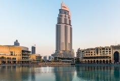 迪拜喷泉显示地方在迪拜购物中心 免版税库存照片