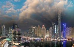 迪拜在人为运河的小游艇船坞地平线 迪拜小游艇船坞是  图库摄影