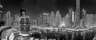迪拜在人为运河的小游艇船坞地平线 迪拜小游艇船坞是  免版税库存照片