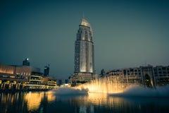 迪拜在迪拜购物中心的喷泉展示 库存图片