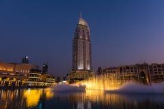迪拜在迪拜购物中心的喷泉展示 库存照片