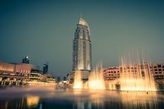 迪拜在迪拜购物中心的喷泉展示 免版税图库摄影