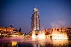 迪拜在迪拜购物中心的喷泉展示 免版税库存图片