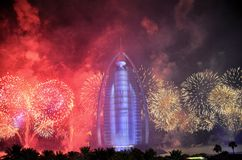 迪拜在阿拉伯塔的火工作阿拉伯联合酋长国的国庆节2016年 免版税库存图片