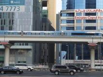 迪拜地铁火车在阿拉伯联合酋长国 免版税库存图片