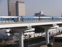迪拜地铁火车在阿拉伯联合酋长国 库存照片