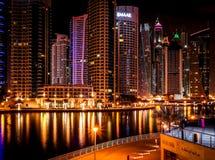迪拜小游艇船坞上面夜视图 库存图片