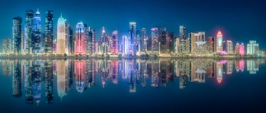 迪拜小游艇船坞从棕榈Jumeirah,阿拉伯联合酋长国的海湾视图 免版税库存照片