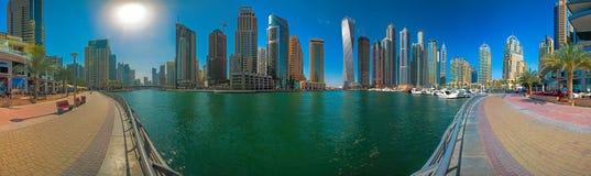 迪拜小游艇船坞全景 库存照片