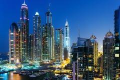 迪拜小游艇船坞全视图在从上面的晚上 图库摄影