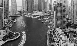 迪拜小游艇船坞全视图微明的从上面 免版税库存照片