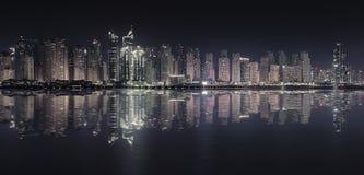 迪拜小游艇船坞反射 图库摄影