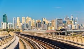 迪拜小游艇船坞和Jumeirah区看法  免版税库存图片