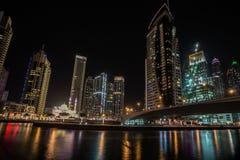 迪拜小游艇船坞在晚上,阿拉伯联合酋长国 库存图片