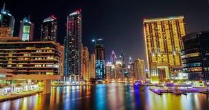迪拜小游艇船坞在晚上 库存照片