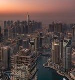 迪拜小游艇船坞塔在清早 免版税库存图片
