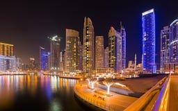 迪拜小游艇船坞夜清真寺都市风景,阿拉伯联合酋长国 库存照片