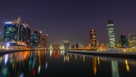 迪拜小游艇船坞夜视图  库存照片