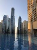 迪拜小游艇船坞屋顶游泳池 免版税图库摄影