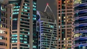 迪拜小游艇船坞接近的看法在迪拜耸立在夜timelapse 股票录像