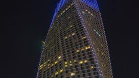 迪拜小游艇船坞接近的看法在迪拜耸立在夜timelapse 股票视频