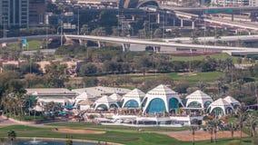 迪拜小游艇船坞摩天大楼和高尔夫球场早晨timelapse,迪拜,阿拉伯联合酋长国 影视素材