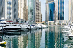 迪拜小游艇船坞摩天大楼建筑学,阿拉伯联合酋长国 免版税库存图片