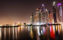 迪拜小游艇船坞摩天大楼lakeview 库存图片