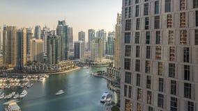 迪拜小游艇船坞散步和运河美好的鸟瞰图有浮动游艇和小船的在日落前在迪拜,阿拉伯联合酋长国 股票视频