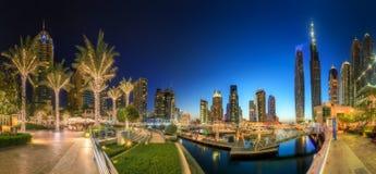 迪拜小游艇船坞海湾,迪拜,阿拉伯联合酋长国全景  库存照片