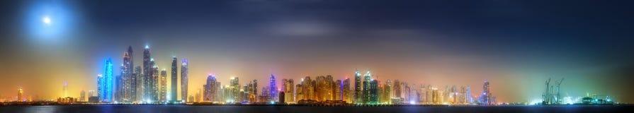 迪拜小游艇船坞海湾,迪拜,阿拉伯联合酋长国全景  免版税图库摄影