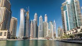 迪拜小游艇船坞看法在迪拜耸立在天时间timelapse hyperlapse 股票录像
