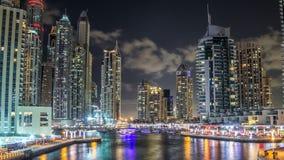 迪拜小游艇船坞看法耸立和在迪拜夜timelapse hyperlapse的运河 股票视频