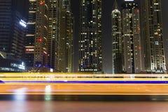 迪拜小游艇船坞长的曝光在晚上 美好的光 库存图片