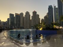 迪拜屋顶游泳池 免版税库存图片